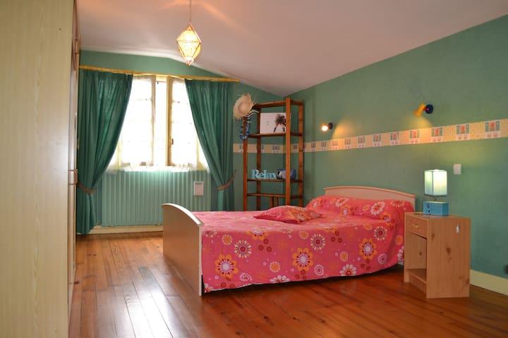 Chambre chez l'habitant+Petit Dèj - Campan - Bed & Breakfast