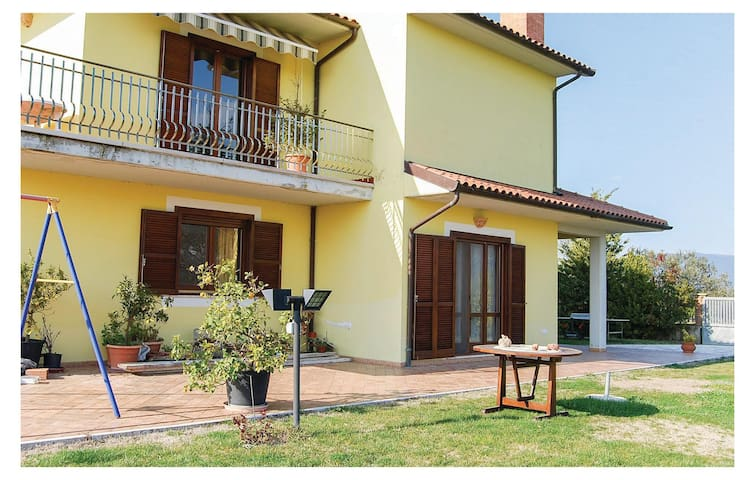 Holiday apartment with 2 bedrooms on 80 m² in Acquasparta TR