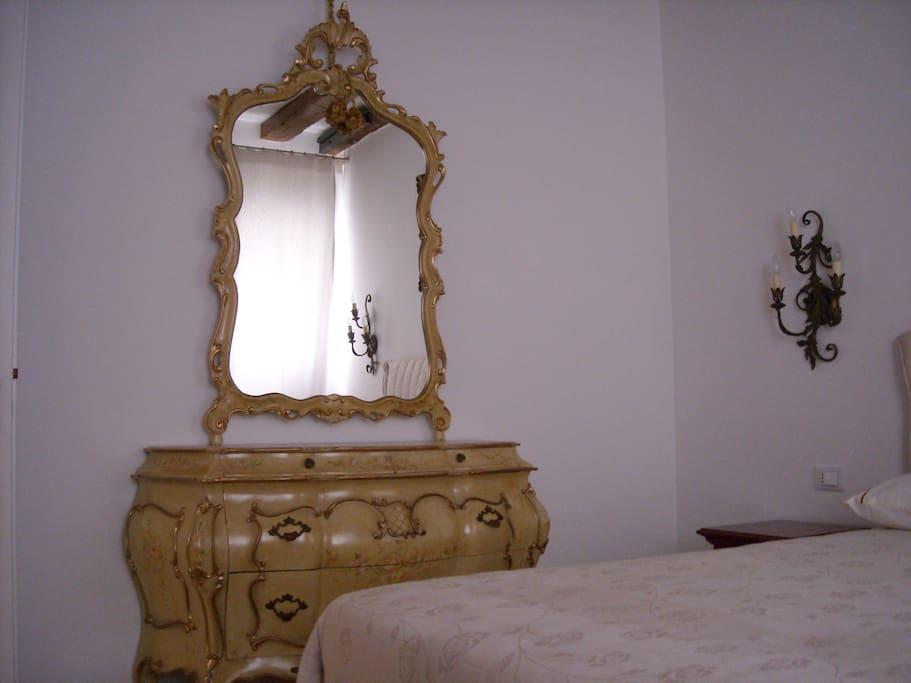 bureau '700 veneziano camera da letto