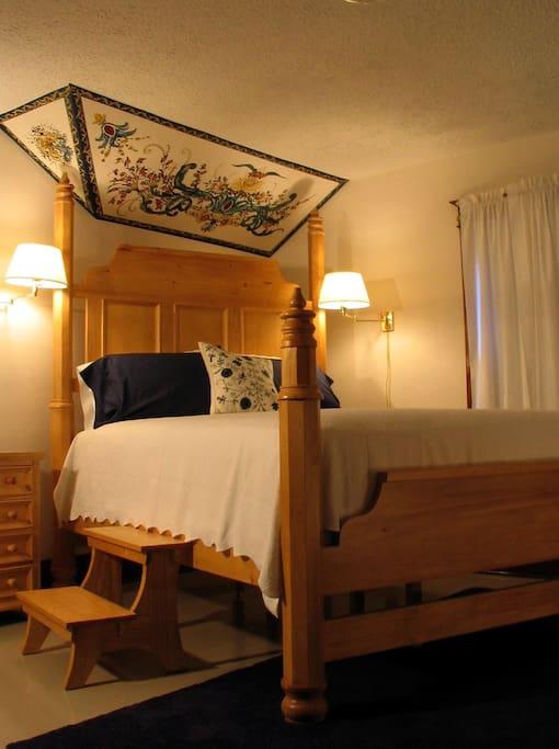 Bunad Bedroom ($88, queen bed, private bath, porch access)