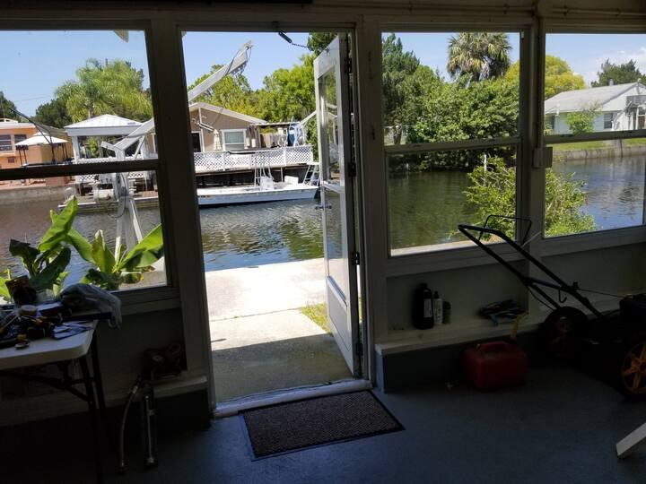 Friendly  neighborhood, pet friendly, kayak access