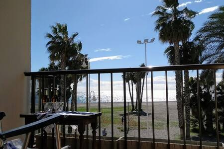 Primera línea de playa en el centro de Almuñecar