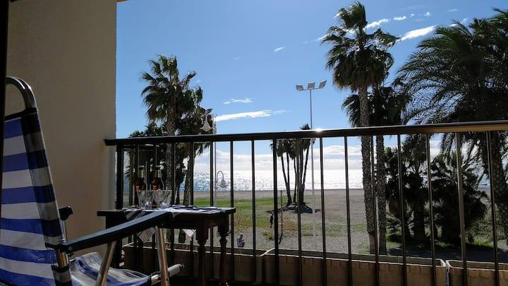 Beachfront apartment in the centre of Almuñecar.