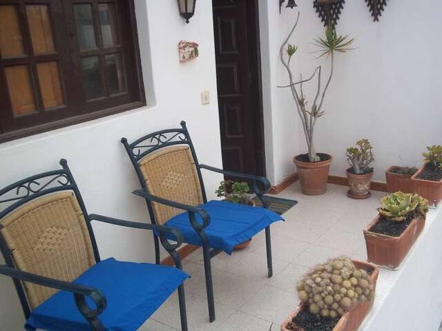 Villa KALMZUN in El Golfo for 6p