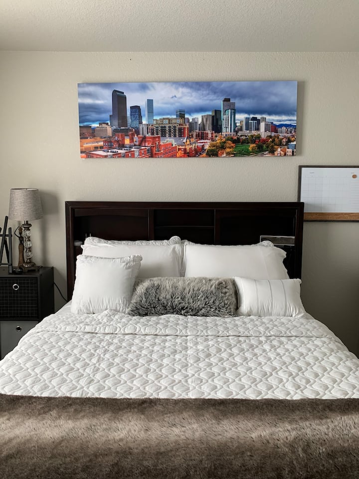 Guest rooms with private bathroom off Greeley