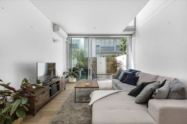 Stunning 2 storey loft unit with outdoor dining