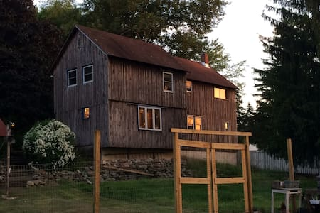 Black Dirt Barn for Apple Picking - Maison