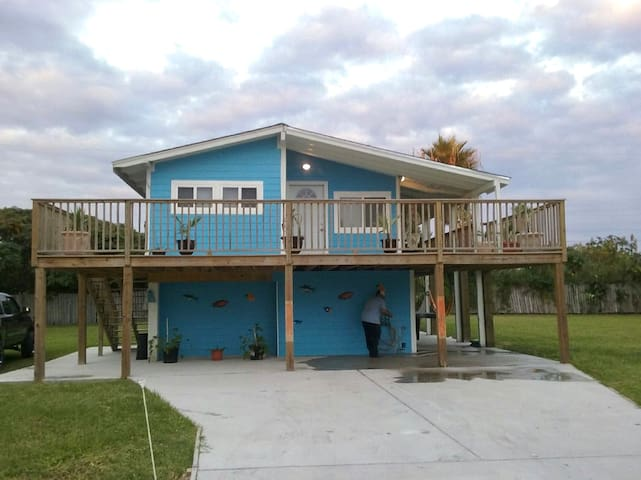 NEW Studio, sleeps 4, 2 blocks from private beach - Galveston - Casa