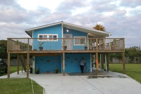 NEW Studio, sleeps 4, 2 blocks from private beach - Galveston - Rumah