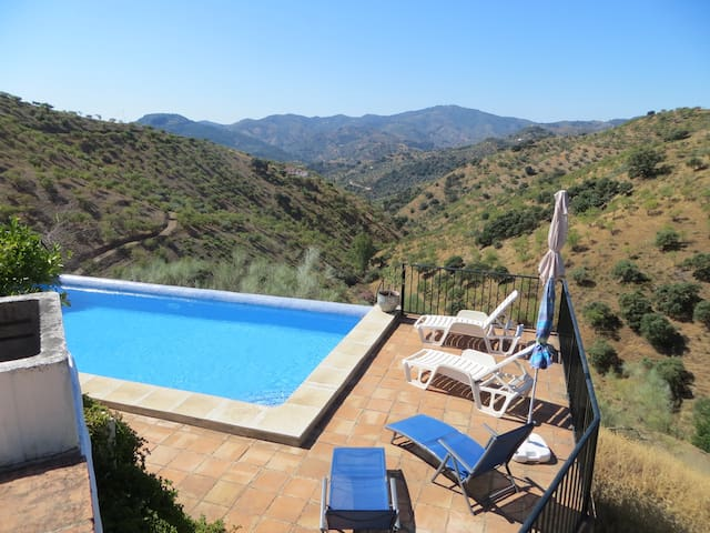 traditional farmhouse with private pool - Colmenar - Villa