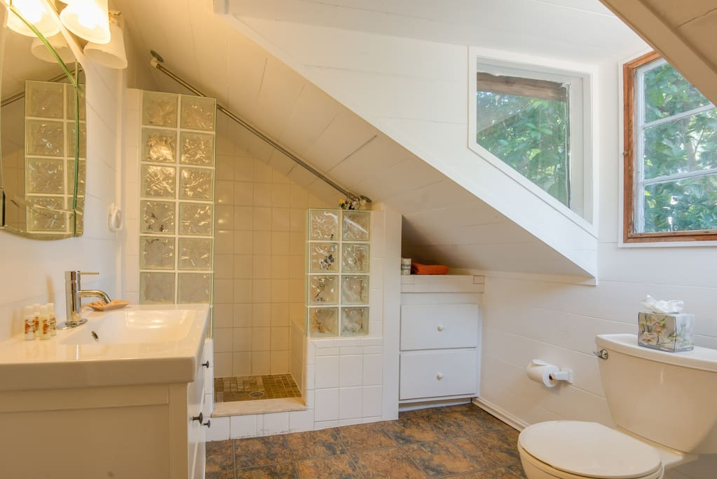 Spacious bathrooms at Garden Cottage