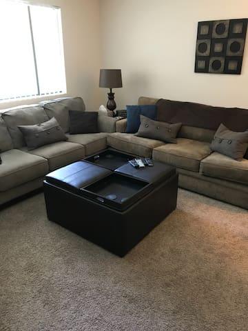 Nice 1 bedroom apartment in Benson area in Omaha