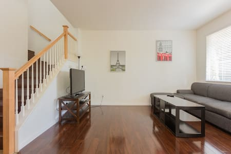Great Large 3b3b condo HOT! HOT! - South El Monte - Casa adossada