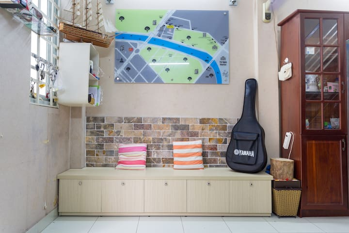 cozy homestay by the canal,all about street foods - Ho Chi Minh City - House