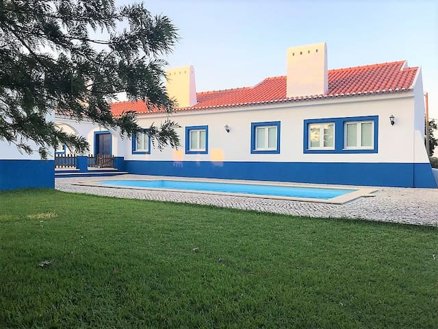 Quiet country Villa in Coruche with Swimming Pool