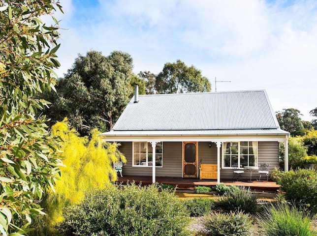Styled Cottage Close to Day Spas & Daylesford