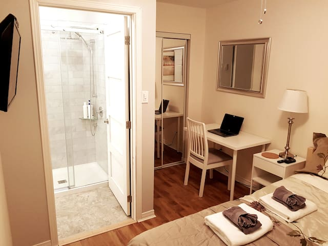 ★ Ensuite bathroom - Spring Garden Rd. 4 min. walk