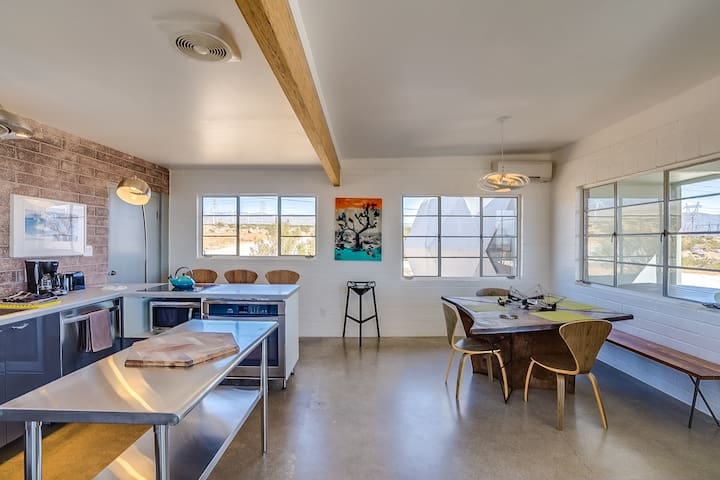 PALM SPRINGS DOME HOUSE - NEXT WEEKEND VACANCY