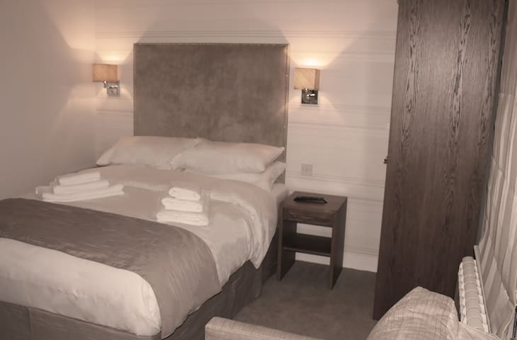 Room 2. Family Room With Ensuite & Air Con