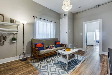 **Great Downtown, Riverwalk & Pearl 2 Bedroom!**