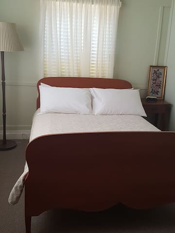 The Whitehouse Homestay   Bedroom 3