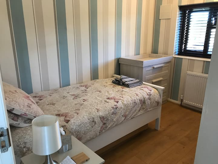 Spacious Single Room in Romford Greater London.