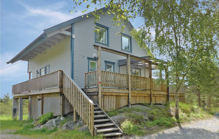 Holiday cottage with 4 bedrooms on 130m² in Nynäshamn