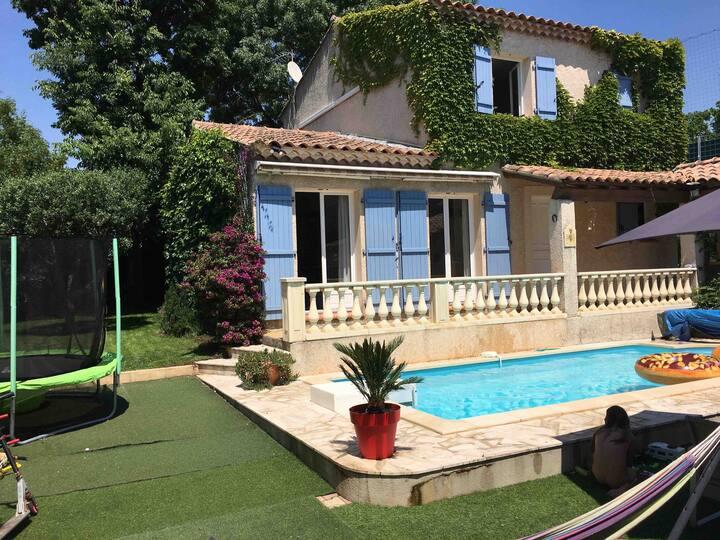 Chambre individuelle dans villa avec piscine