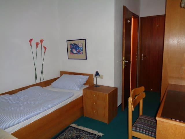 Bescheidenes Zimmer im Zentrum