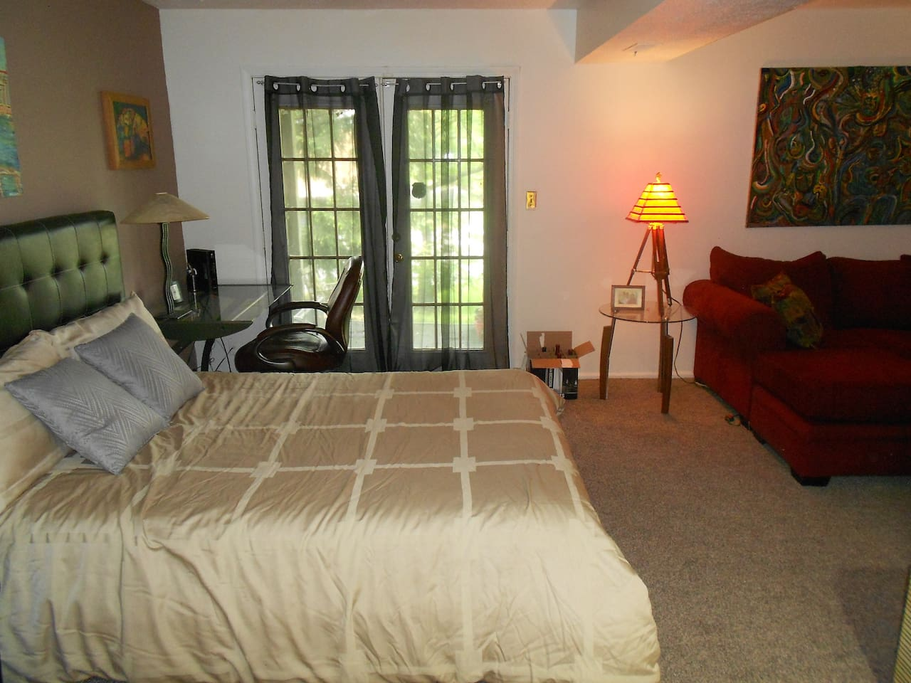 Queen bed showing walkout and private entrance