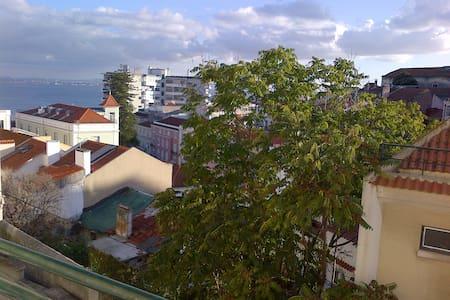 Sunny Single Room close to Downtown - Lisboa - Huoneisto