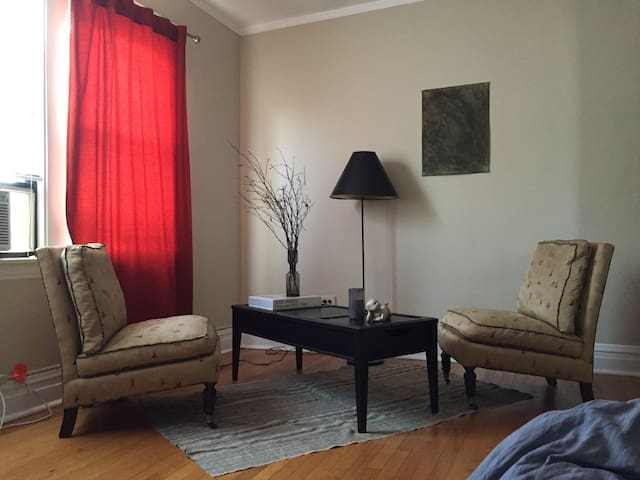 Handsome Apartment in Berwyn - Berwyn - Apartment
