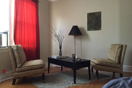 Handsome Apartment in Berwyn - Berwyn - Daire