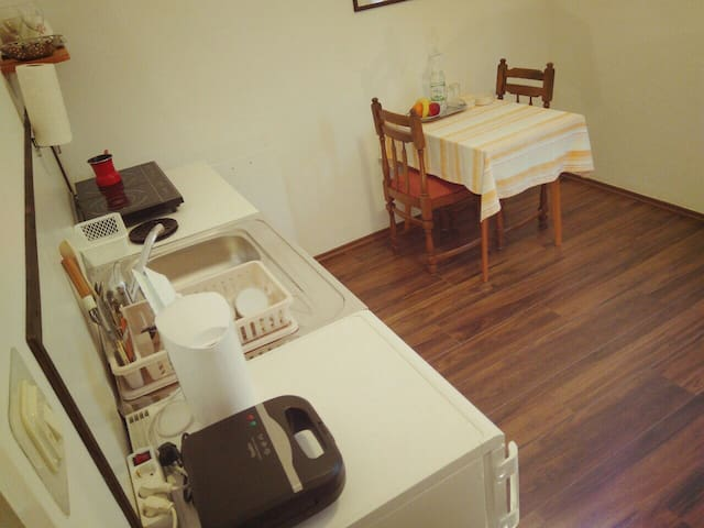 Kitchen and eating corner