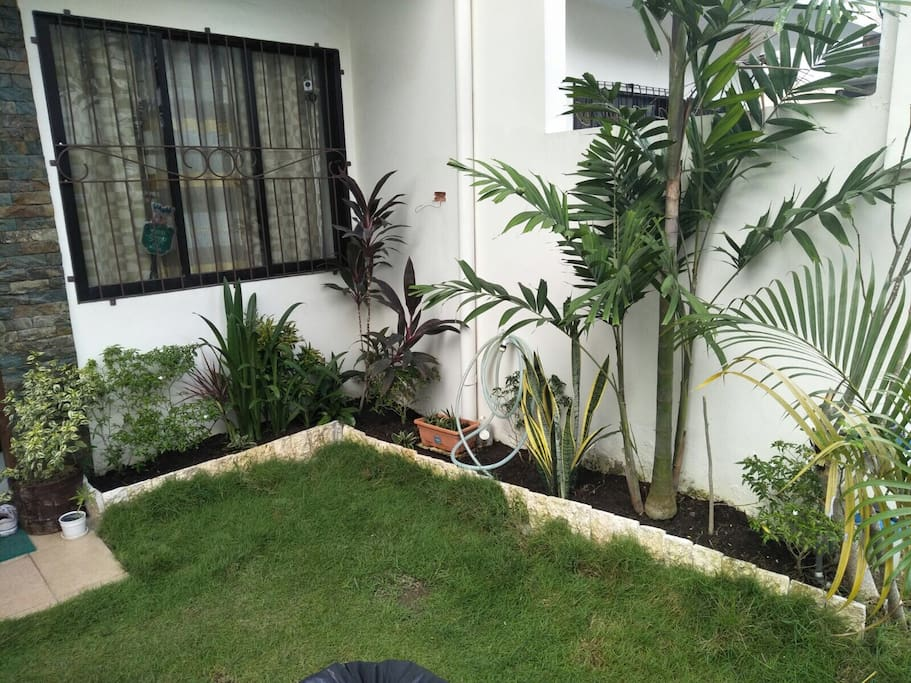 Small size garden makes you really feel at home