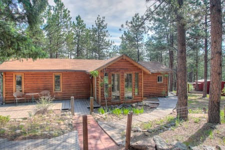 Charming Cabin on Dream Property - Pine