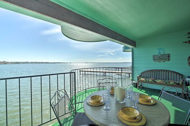 Resort Style Texas Retreat wBalcony on Lake Conroe
