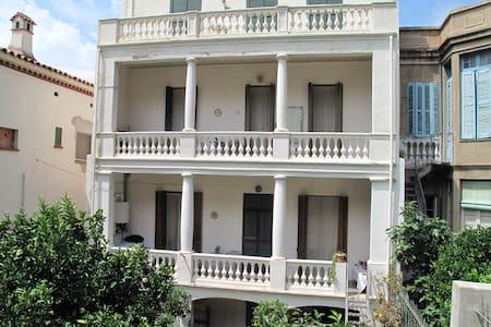 Bonito apartamento en pueblo slow en Costa Brava. - Portbou