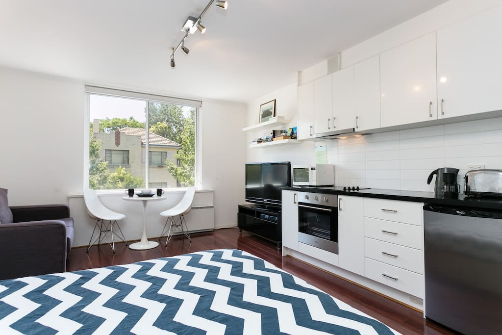 Light and Bright: Modern sleek studio apartment with TV queen bed, nice view, comfortable couch and modern kitchen