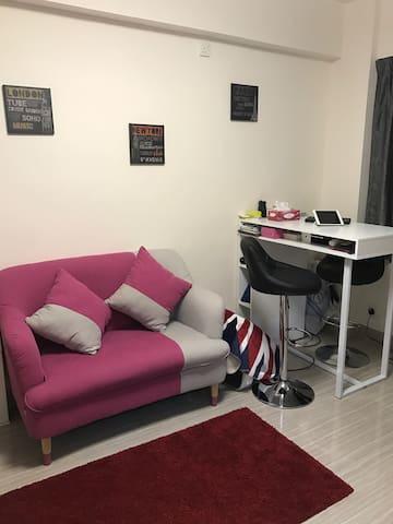 Single room in a modern flat in WanChai MTR 5mins - Wan Chai - Apartemen