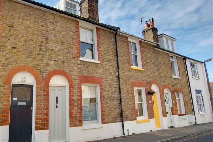 Lovely holiday home in old town of Whitstable, close to the beach