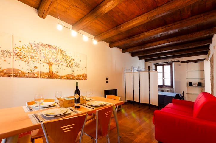 LA MORRA FLAT – new, in the historical centre