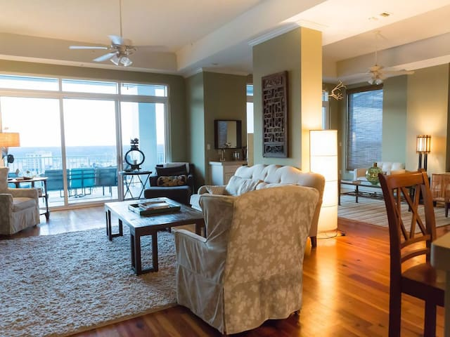 Wharf 1116: PENTHOUSE With GREAT Rates & Tons Of Amenities!