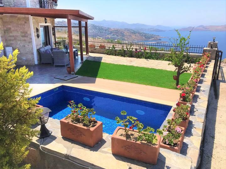 Gündoğan'da eşsiz manzaralı havuzlu villa
