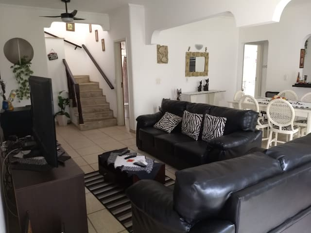 #2 Casa Completa, a 100 metros da Praia da Enseada