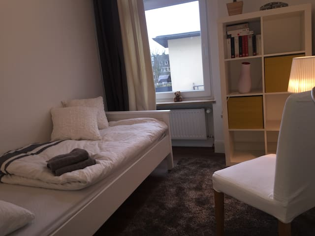 Cosy room - in großer Altbauwohnung