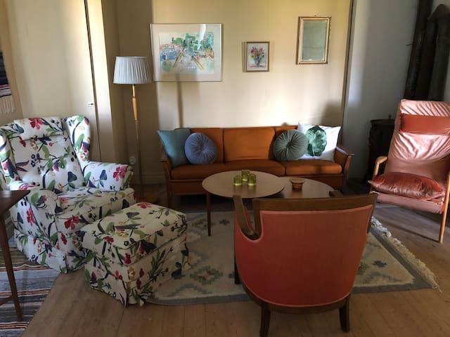 Kläpp Gård - POPULÄR 70 kvm lägenhet i gårdshus