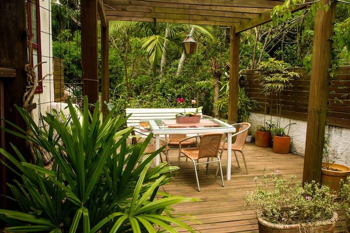 Casa aconchegante com belo jardim