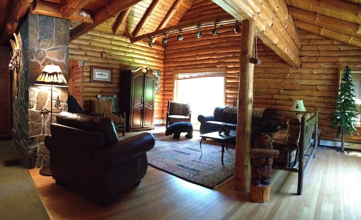 PeacefulMoose - Warm comfortable home-great view!