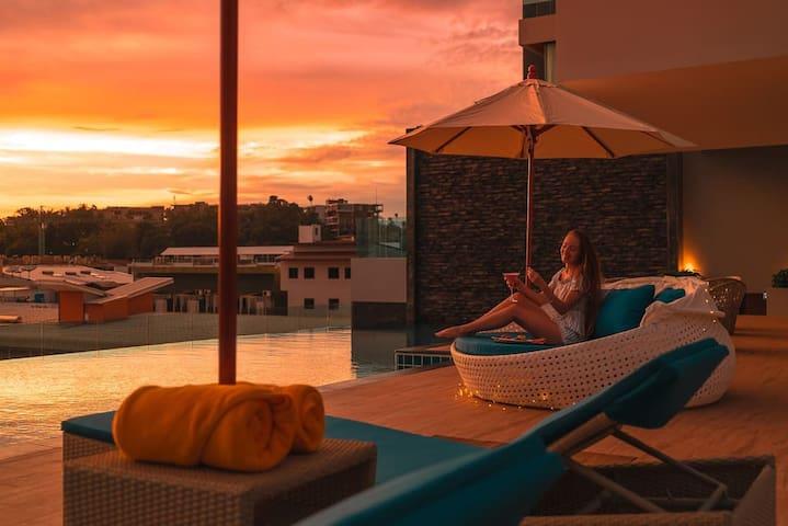 kata海滩含4人早餐 豪华2卧套房  厨房 浴缸 阳台 无边泳池 健身房 停车场 夜市A